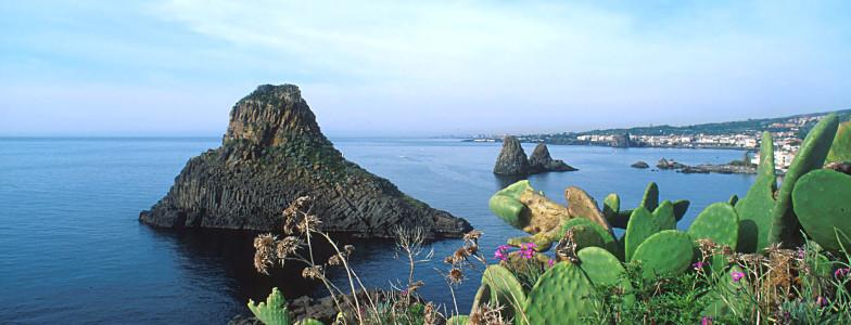 Isola Lachea e Faraglioni Aci Trezza