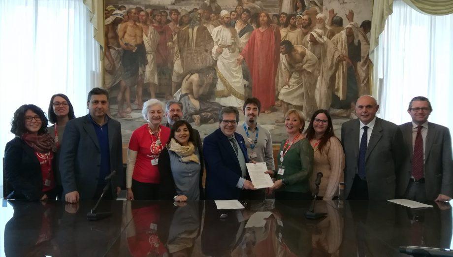 PeriPeri Catania - Emergency ha una casa a Catanoa