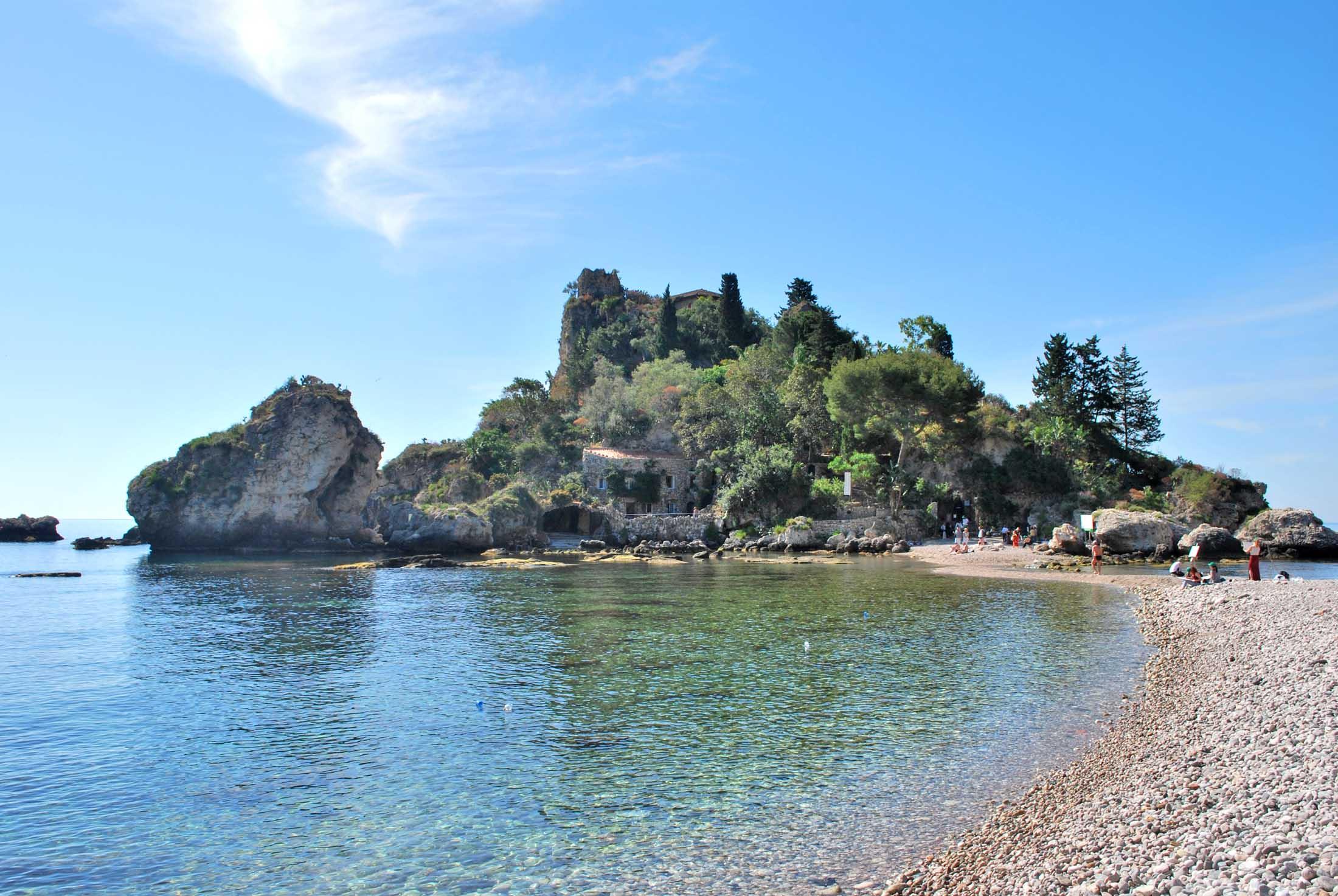 Il cutgana ripulisce i fondali della baia di isola bella periperi catania - La finestra sul mare taormina ...